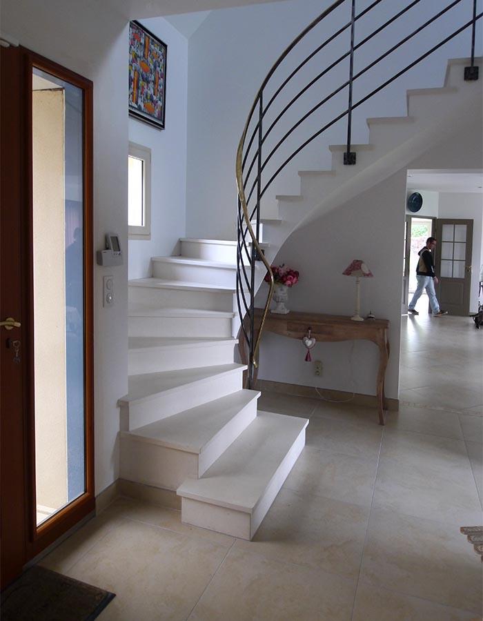 L'escalier, le même ou presque. Maison bioclimatique en Yvelines