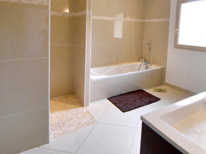 Salle de bain douche. Grosrouvre en Yvelines