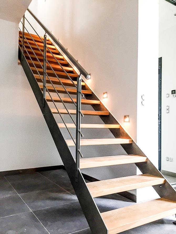 maison lumineuse escalier et spots