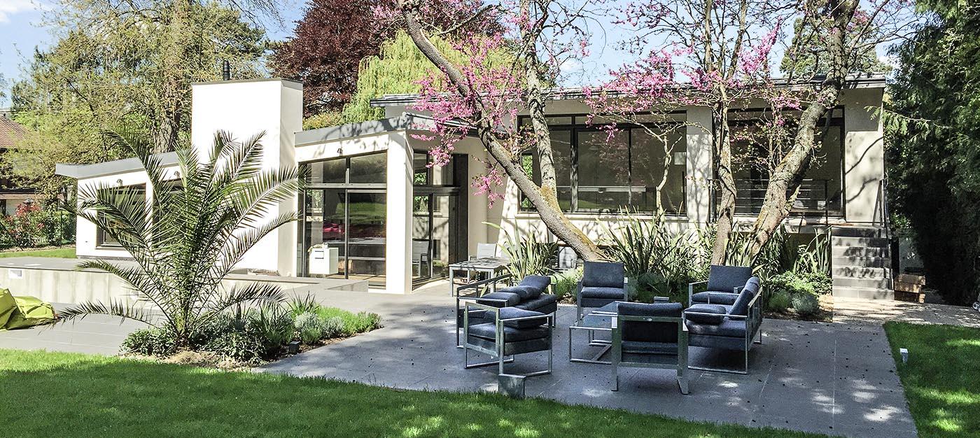 Maison bois  ravalement classique salon jardin