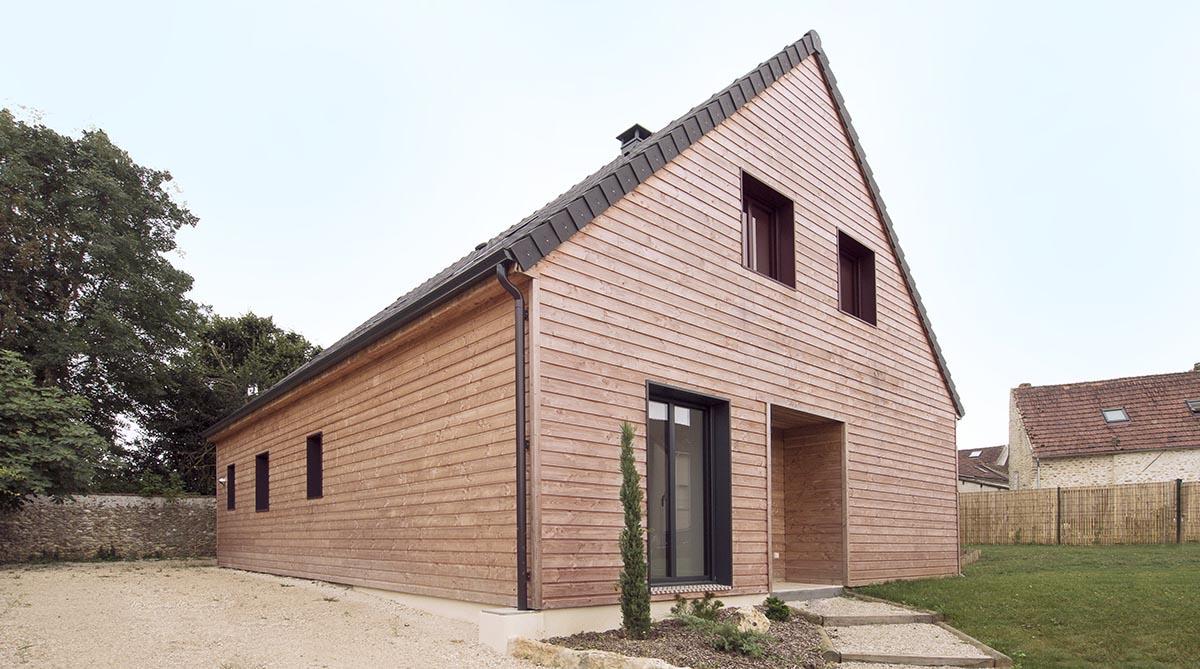 Maison bois en Yvelines. FranceMaisons-idf. Une belle entrée protégée