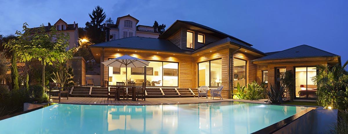 Superbe maison bois et sa piscine de nuit Vaucresson