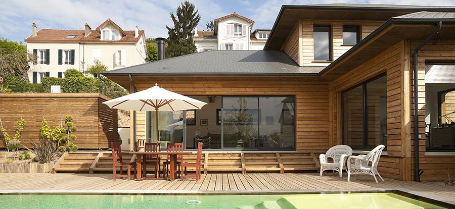 Superbe maison bois, sa terrasse, sa piscine