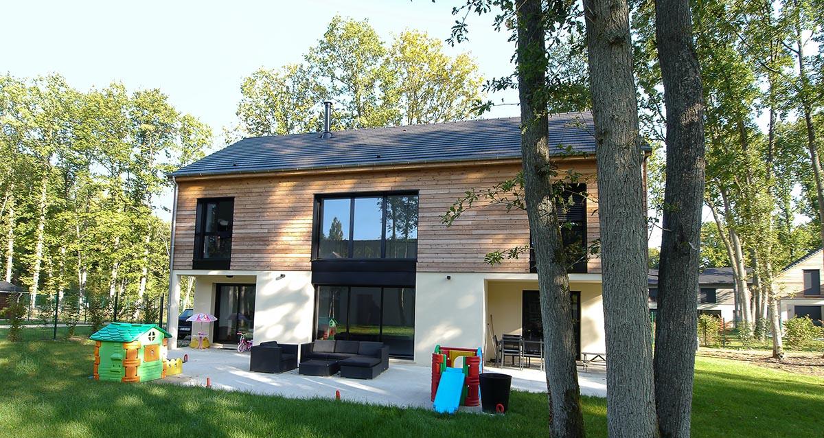 Maison bardage bois La terrasse très conviviale