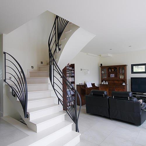 Escalier, salon sous la voûte sarrasine