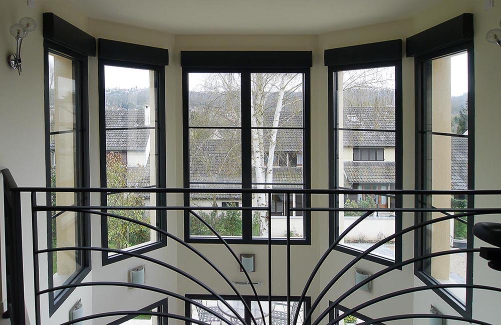 La mezzanine, verrière dans le bow window
