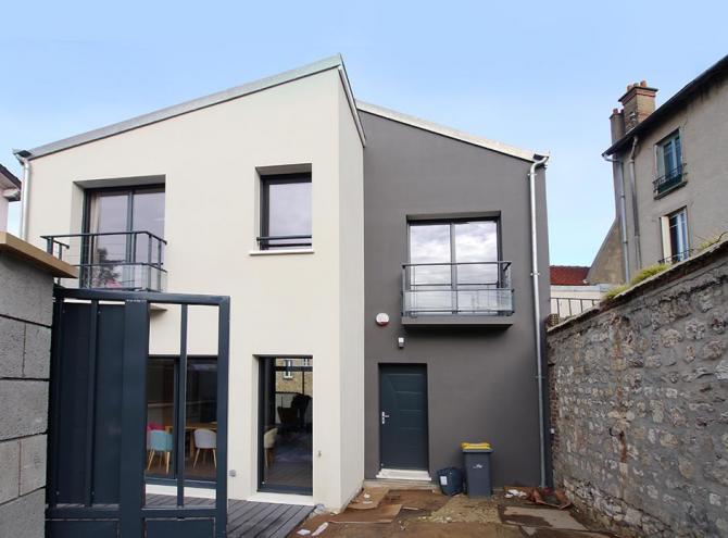 maison de ville design asymétrique Nanterre façade sur rue. Mont Valérien