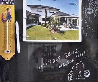 Bièvres Essonne La trop belle maison sur le réfrigérateur