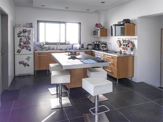 Bièvres. Essonne. Trop belle maison. La cuisine est installée côté nord.