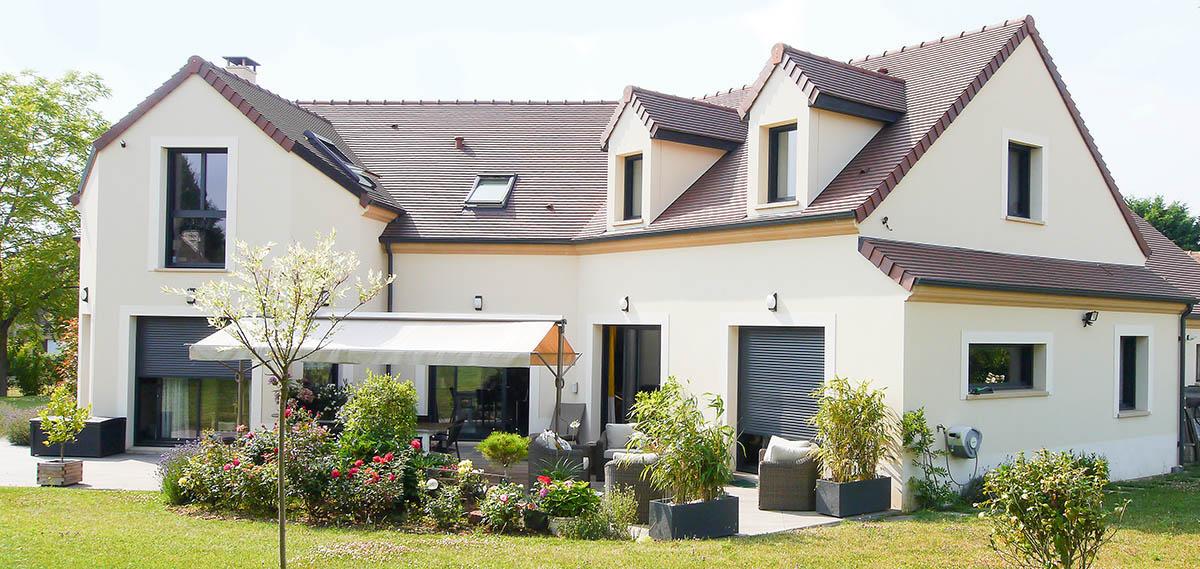 Construction style Île-de-France contemporain. Terrain, terrasse