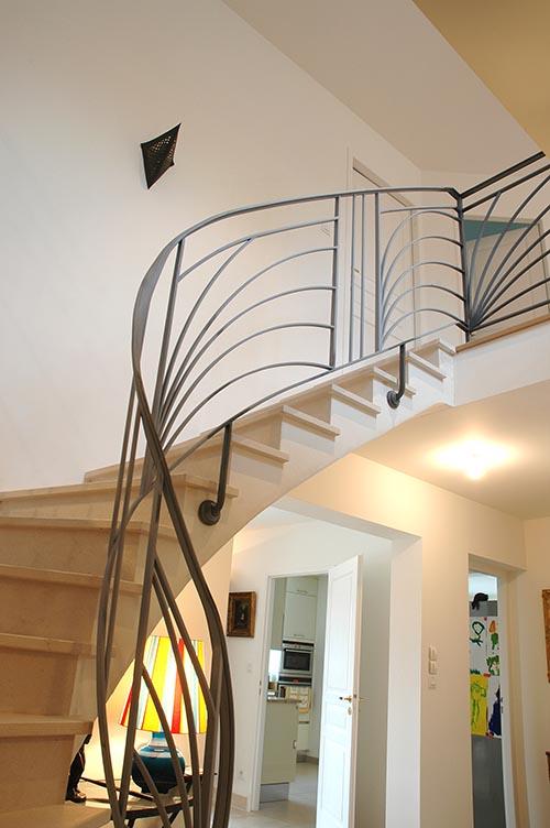 Escalier très moderne. FranceMaisons-idf