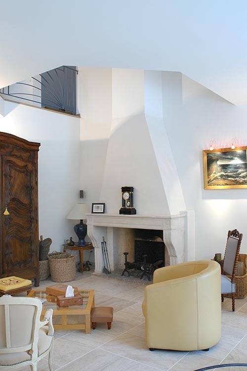 Salon et cheminée. Longère ile de France