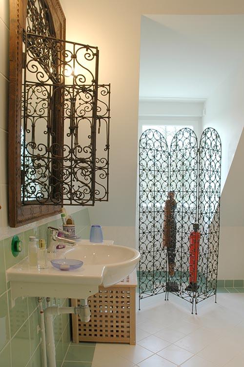 salle de bain andalouse. De l'art dedans
