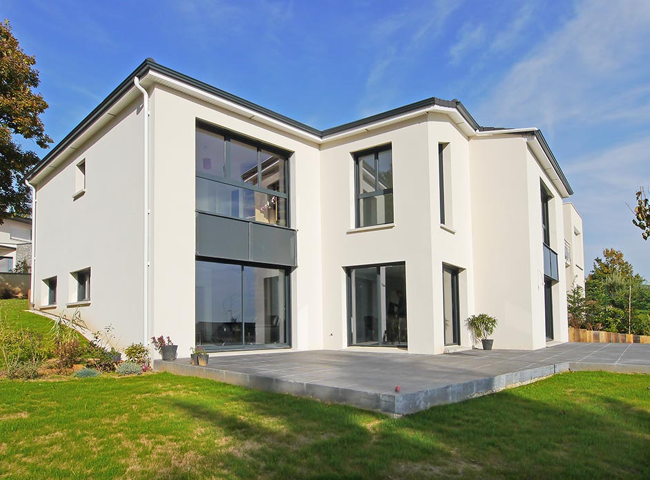 FranceMaisons-idf La maison moderne, design, sur mesure, côté terrasse. Verrières-le-Buisson. Essonne