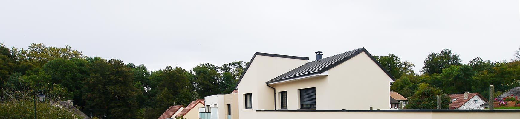 Maison moderne originale à l'orée des bois. FranceMaisons-idf
